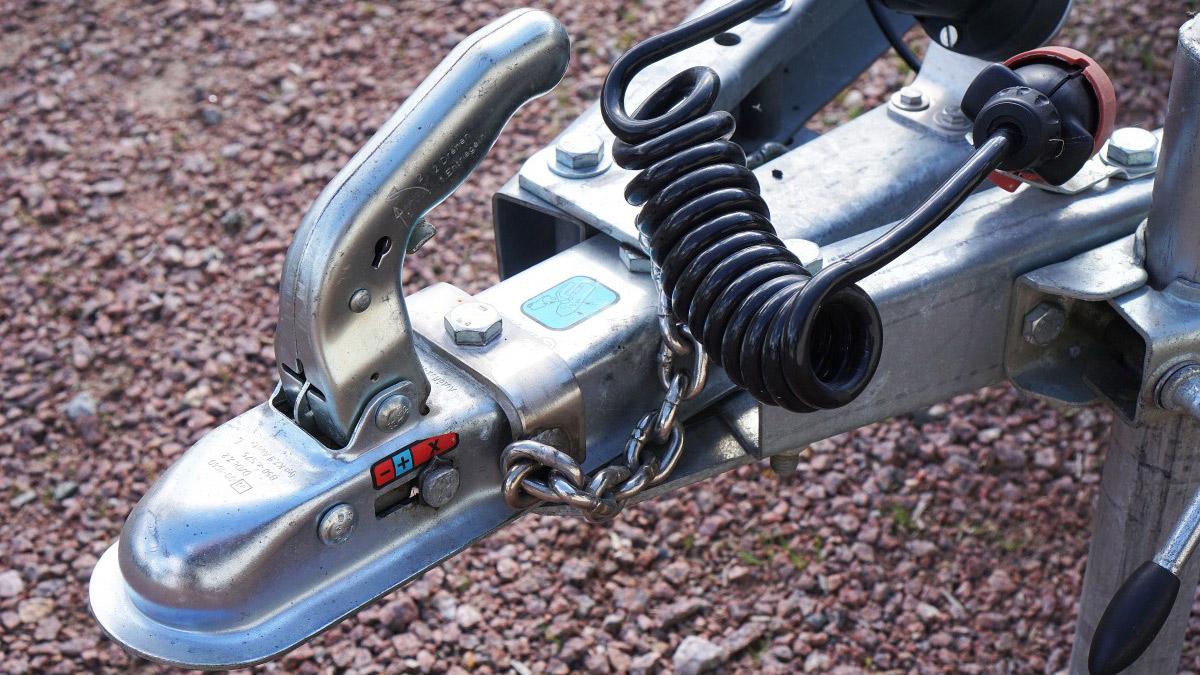 Tip: Controleren koppeling van de aanhangwagen – zo doe je dat!